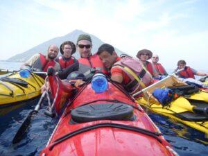 Paddling around the Volcano. Ph. Eugenio Viviani
